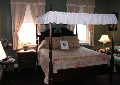 Canopy Bed in Bucknell Room